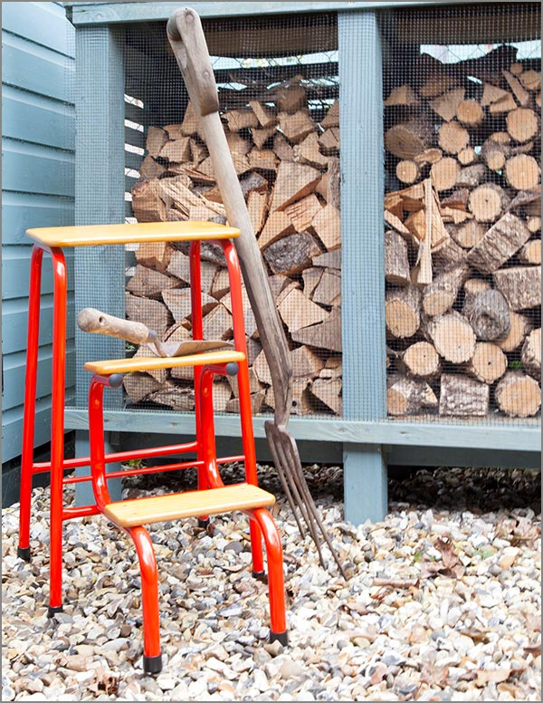 Hornsey stool in red